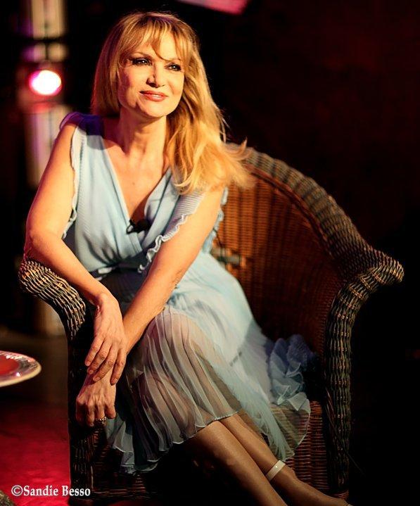 Marie-France, merveilleuse Diva ! dans Divas sur Canapes 100226053933853865522224