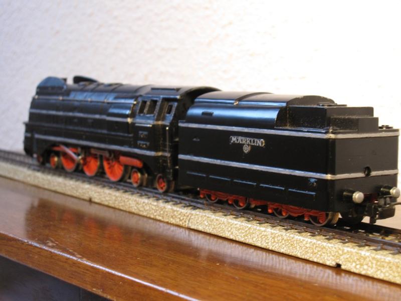 Sk 800 noire... une vedette du passé.....HO 100228062050992675536279