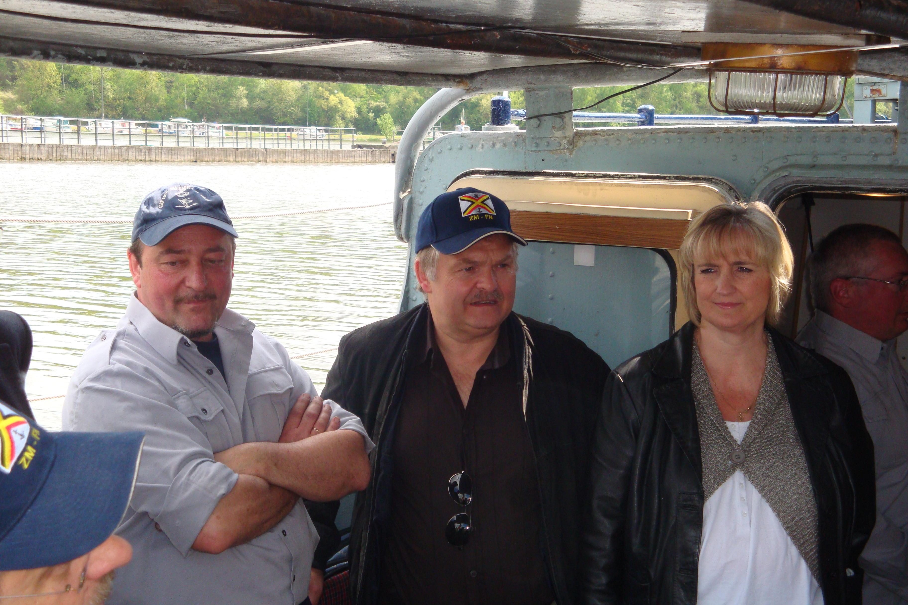 photos de la réunion des anciens à Ittre le 1er mai 2010 - Page 4 100502092733990285945978