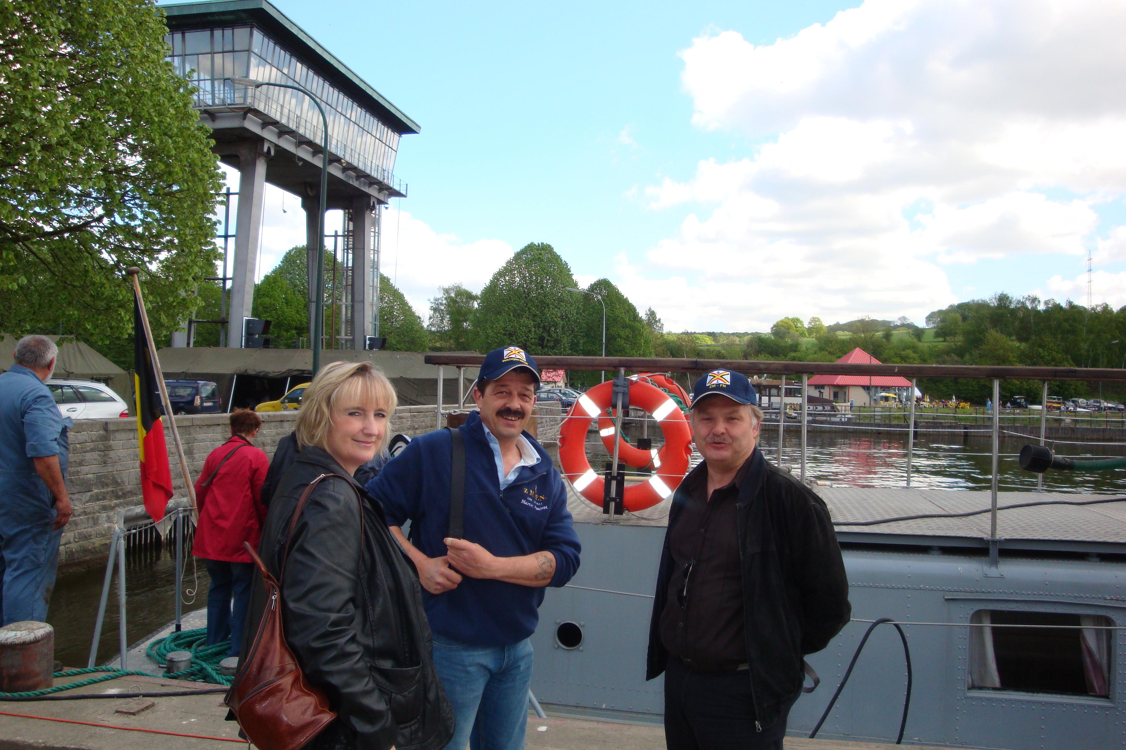photos de la réunion des anciens à Ittre le 1er mai 2010 - Page 4 100502122924990285945132