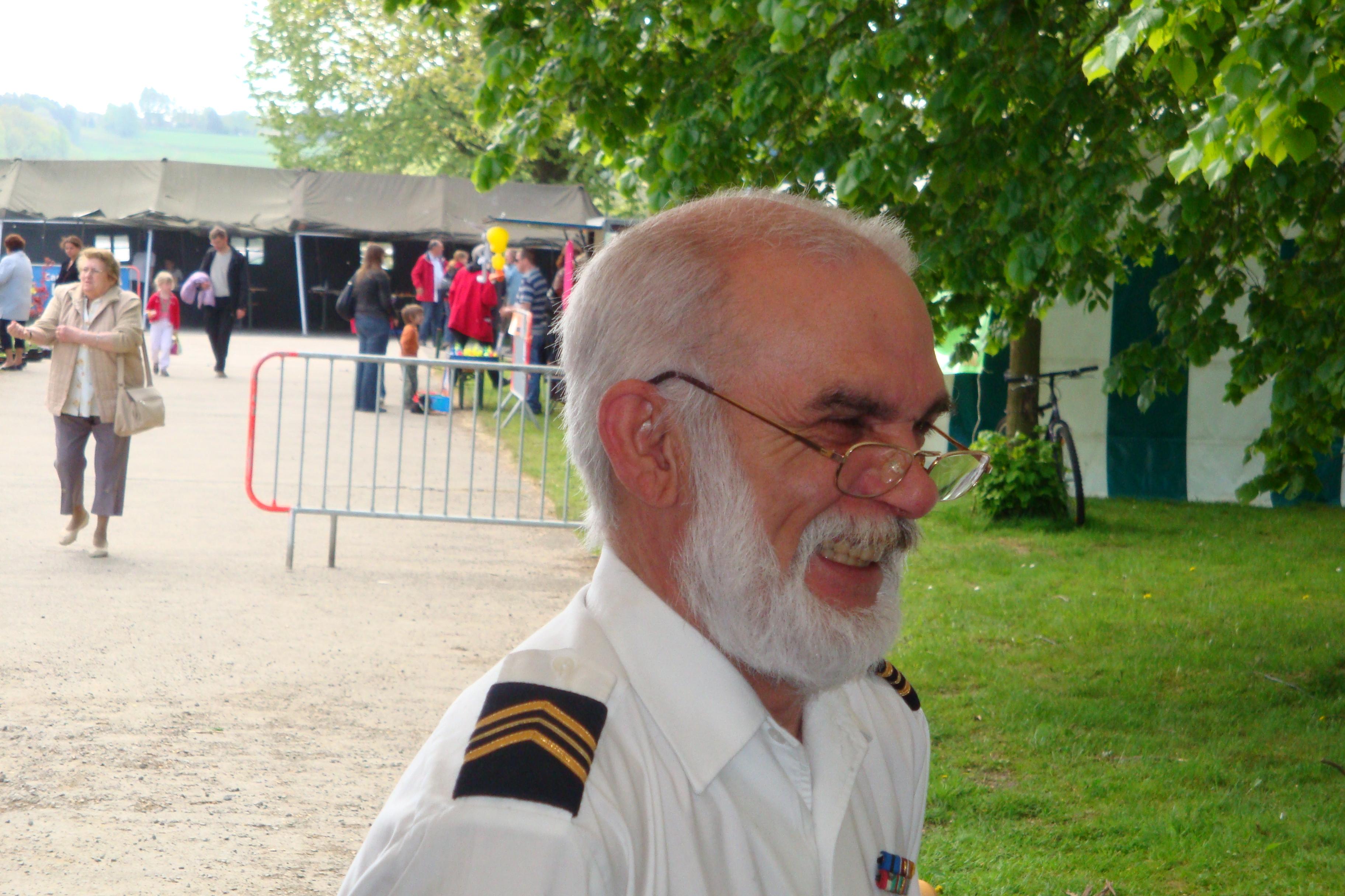 photos de la réunion des anciens à Ittre le 1er mai 2010 - Page 4 100502122925990285945136