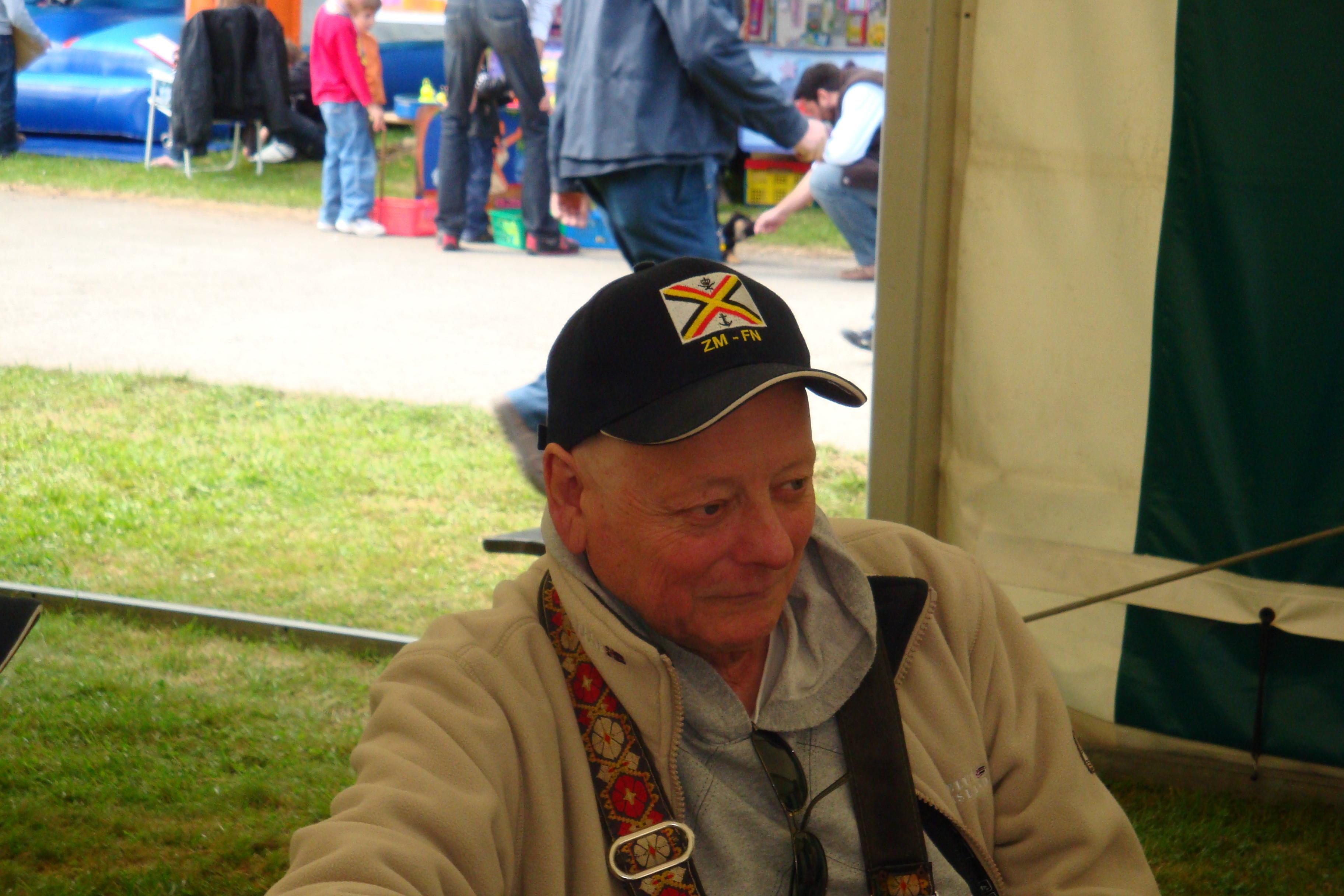 photos de la réunion des anciens à Ittre le 1er mai 2010 - Page 4 100502122926990285945137