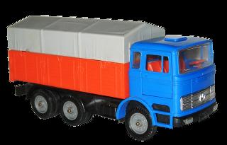 Un de mes jouets d'enfance. Il me reste le même modèle avec couleurs inversées.