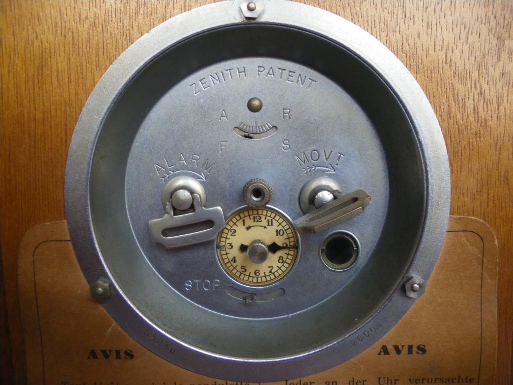 Intrigue au sujet d'un réveil-tirelire Zenith vintage 1006190433021080536257167