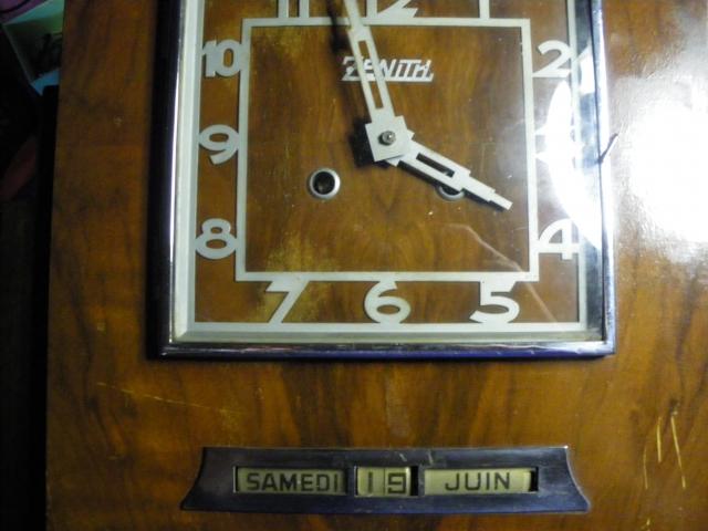 Intrigue au sujet d'un réveil-tirelire Zenith vintage 1006200715431080536264747