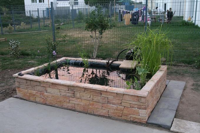 bassin de jardin hors sol en pierre