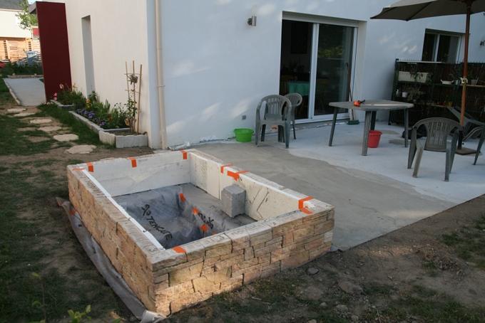 Mon premier bassin au jardin forum de jardinage for Geotextile pour bassin