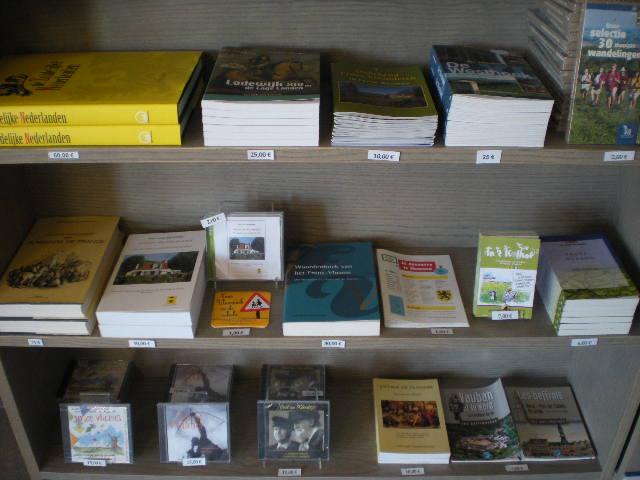 Kranten en boeken in het NL in onze boekhandels, krantwinkels en bibliotheken 100718104218970736425138
