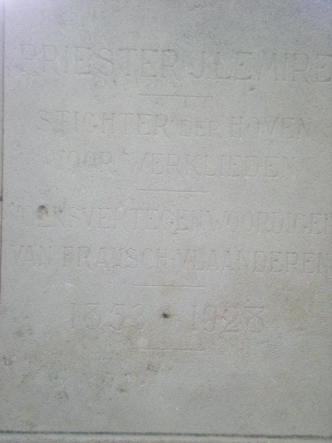 Frans-Vlaamse en oude Standaardnederlandse teksten en inscripties - Pagina 4 100803114552970736513372