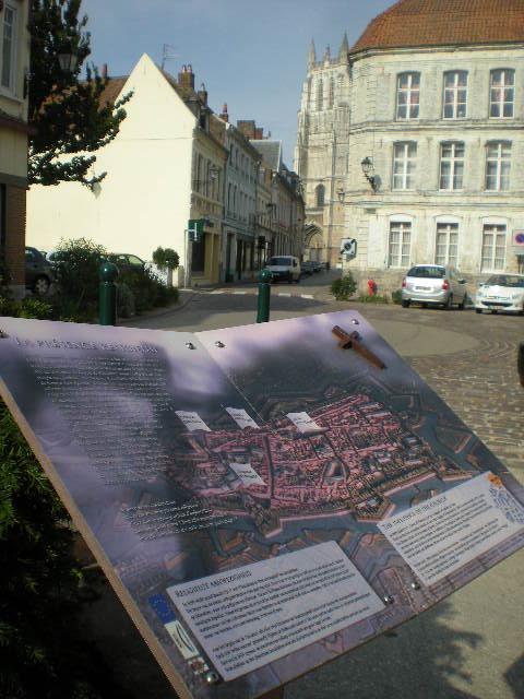 Drietalige borden van Ariën (Aire-sur-la-Lys) 100810100908970736540515