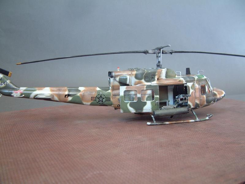 "[Heller] UH-1N ""Spécial Forces"", 1/48e 100822061238476906609990"