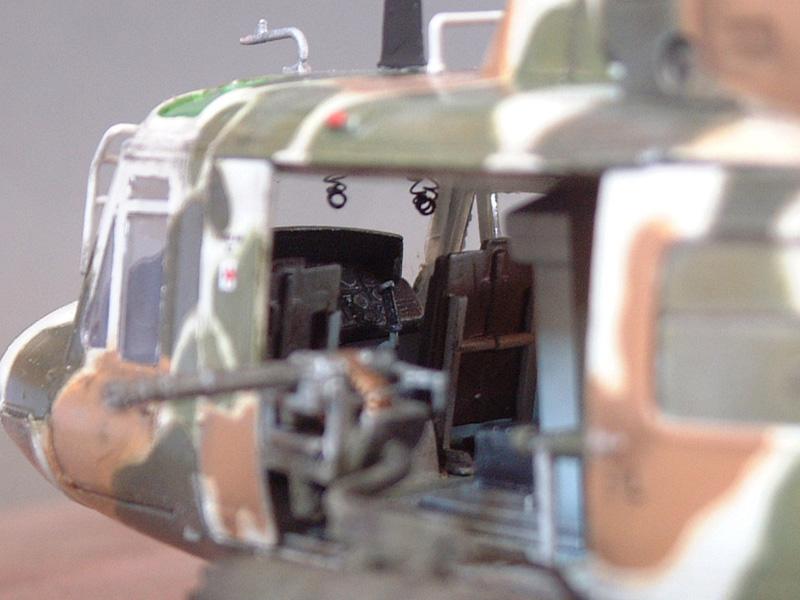 "[Heller] UH-1N ""Spécial Forces"", 1/48e 100822061346476906610005"