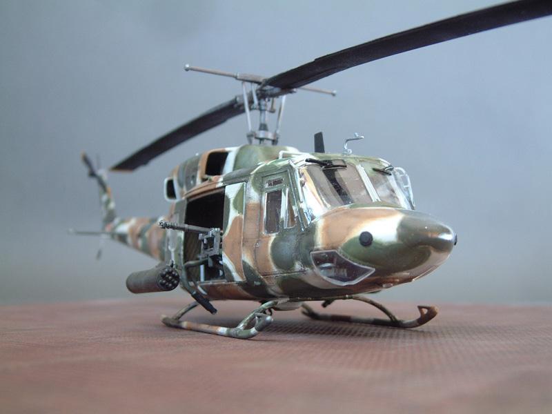 "[Heller] UH-1N ""Spécial Forces"", 1/48e 100822061418476906610009"