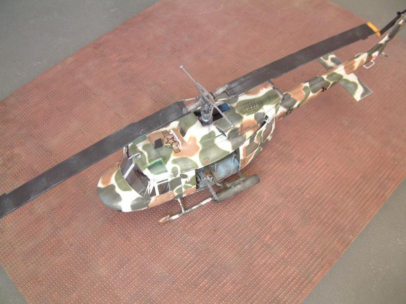 "[Heller] UH-1N ""Spécial Forces"", 1/48e 100822061509476906610021"